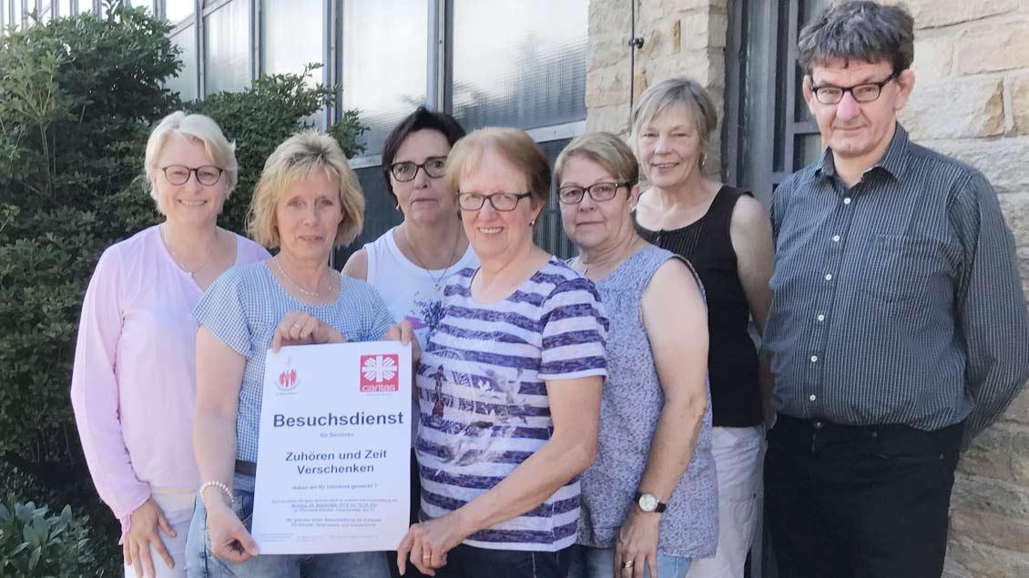 (von links): Gabriele Freese, Angelika Ottenhues, Anni Göttlich, Marianne Horstmann, Helga Ottenhues, Hannelore Hembrock und Diakon Michael Spliethoff.
