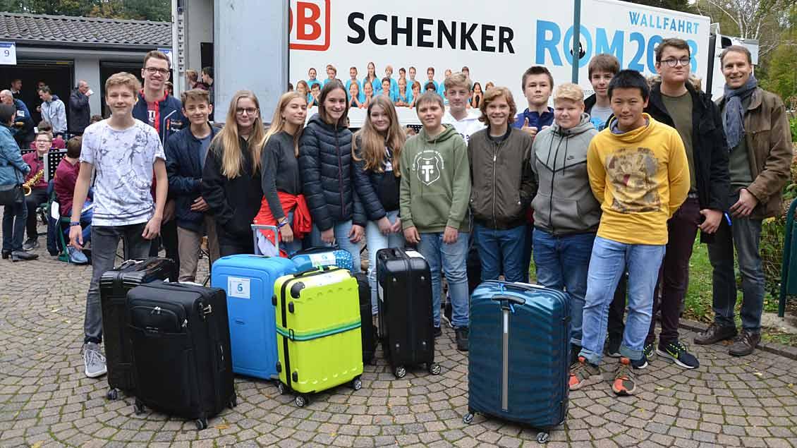 Koffer verladen an der Gaesdonck.