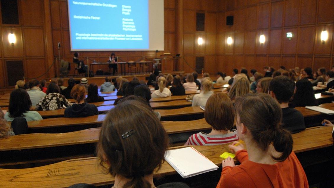Denkverbote seien verheerend für die Wahrnehmung der Theologie als Wissenschaft, beklagt der Freiburger Professor Magnus Striet.