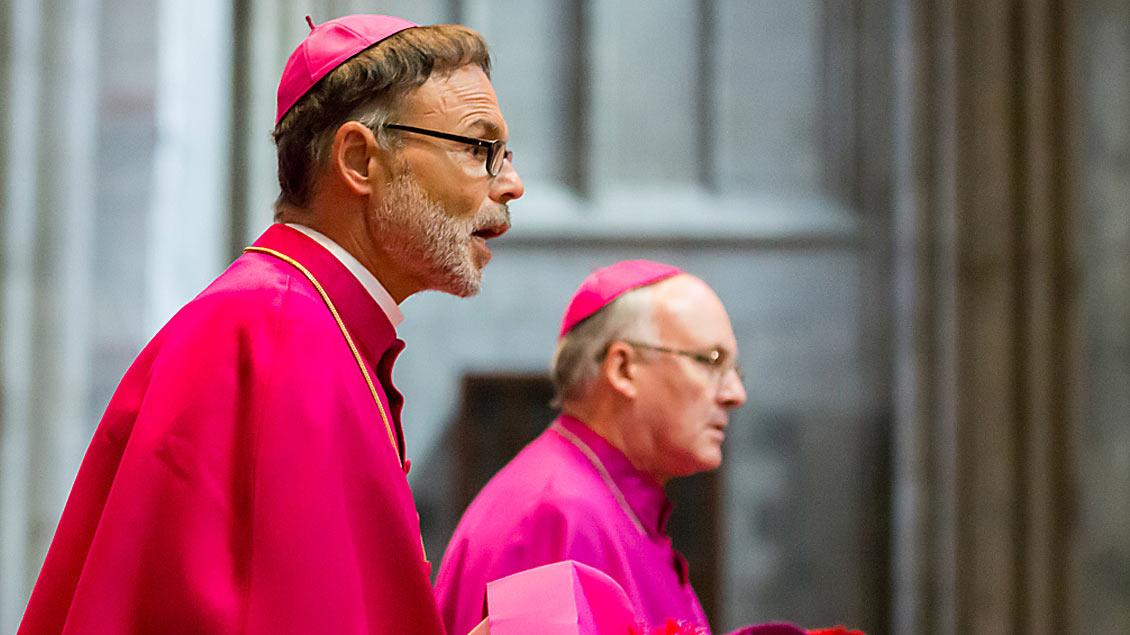 Bischof Franz-Peter Tebartz-van Elst, Delegat für Katechese im Päpstlichen Rat zur Förderung der Neuevangelisierung, am 15. Juli 2017 im Kölner Dom. Foto: David Klammer (KNA)