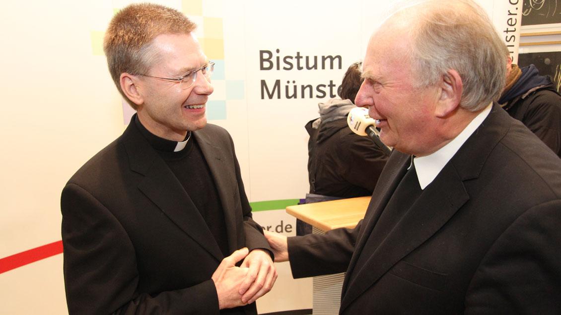 Weihbischof Friedrich Ostermann mit Stefan Zekorn (links) - auch er einer seiner Nachfolger als Regionalbischof für die Region Münster-Warendorf.