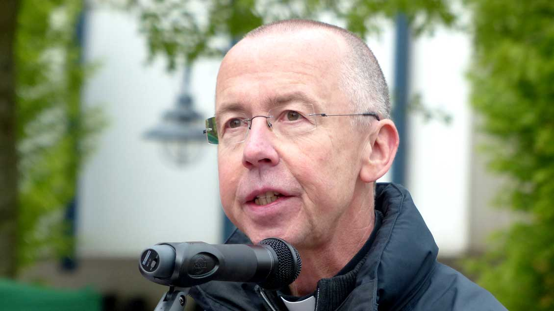 Prälat Peter Kossen hat den Vikar-Henn-Preis für Zivilcourage in Cloppenburg erhalten.