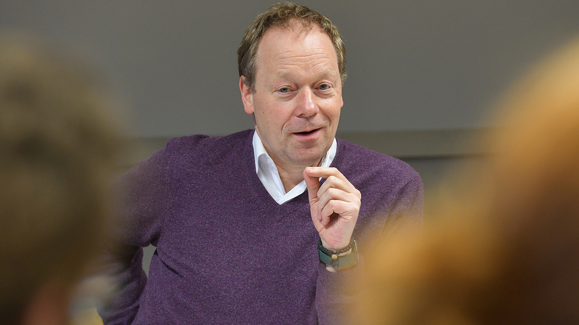 Ansgar Wucherpfennig, Professor für Exegese des Neuen Testaments und Rektor der Philosophisch-Theologischen Hochschule Sankt Georgen, während einer Vorlesung in Frankfurt am Main.