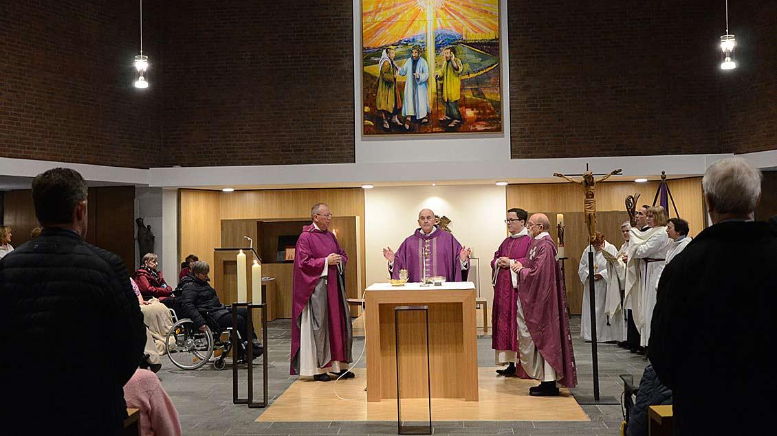 Altarweihe in Dülmen-Karthaus Foto: Michaela Kiepe (pbm)