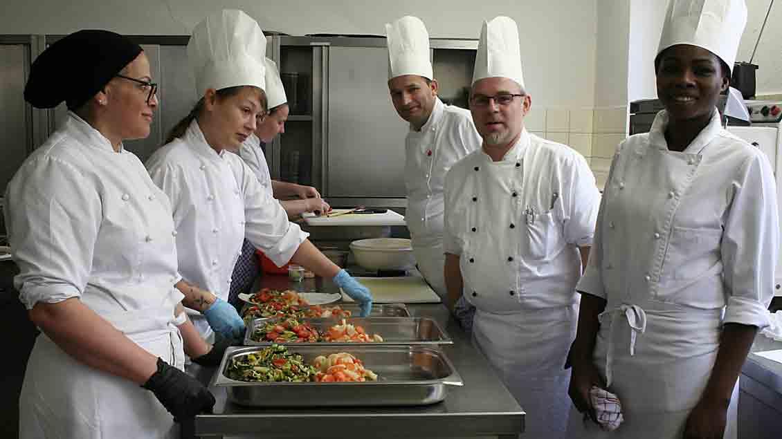 Küchenmeister Frank Schmidt (zweiter von rechts) mit seinem Team.