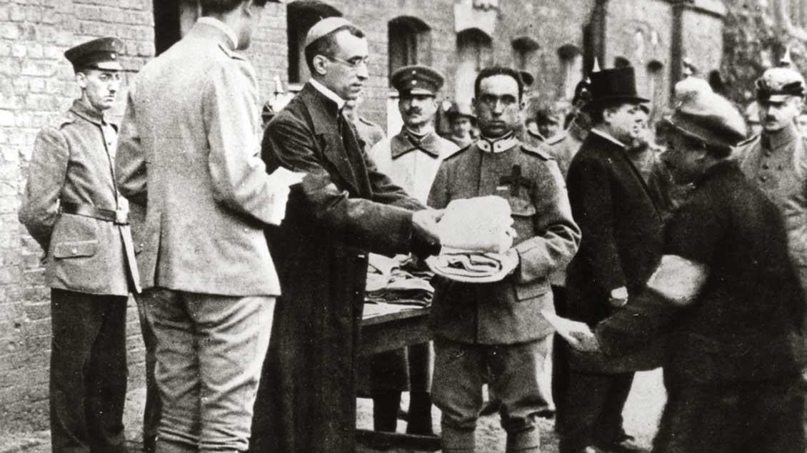 Nuntius Pacelli im Gefangenenlager am 14. September 1918 in Münster.