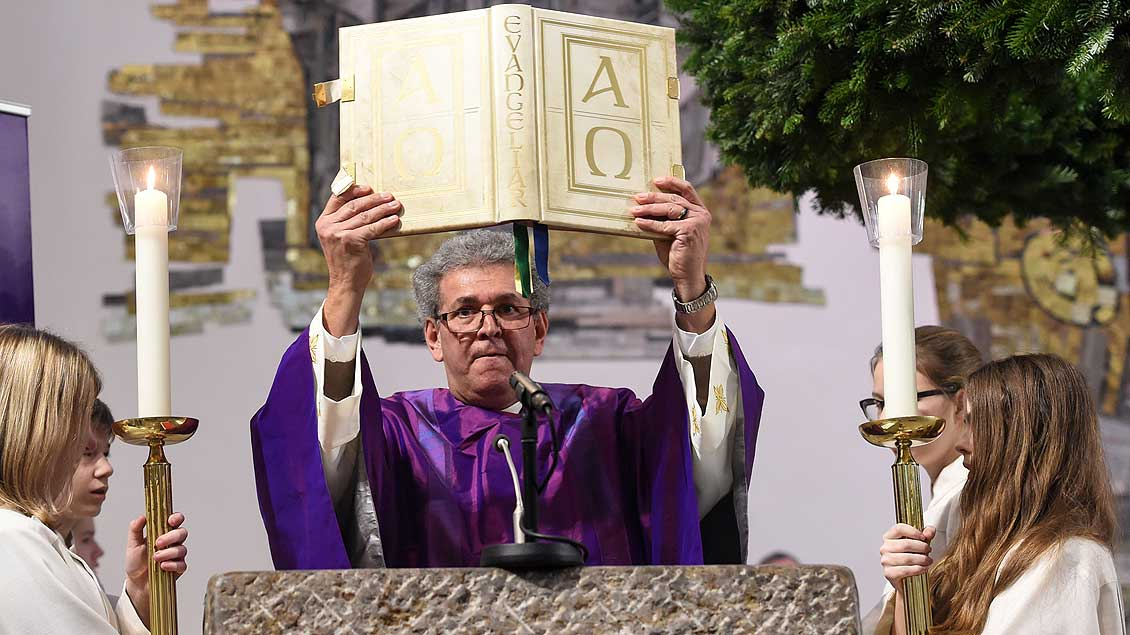 Evangelium Symbolfoto: Harald Oppitz (KNA)
