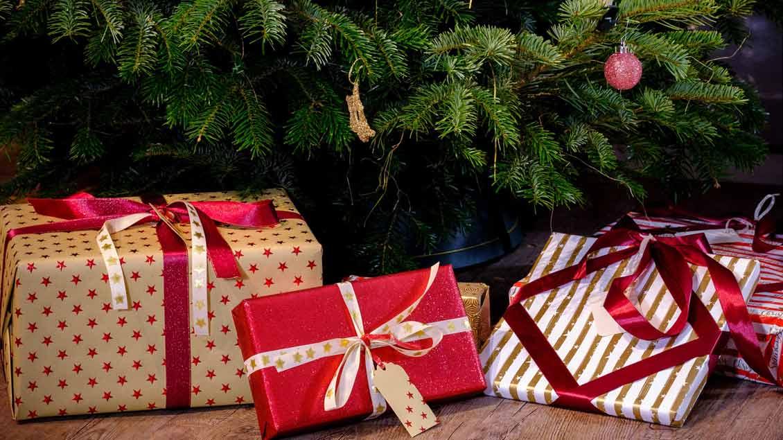 Geschenke unterm Weihnachtsbaum.
