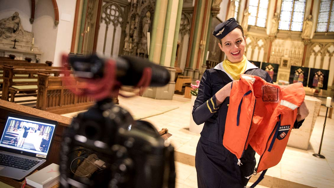 Eine humorvolle Einladung des Bistums Essen zu den Weihnachts-Gottesdiensten gibt es in diesem Video. Gedreht wurde übrigens in der Heilig-Kreuz-Kirche in Münster. Foto Bistum Essen