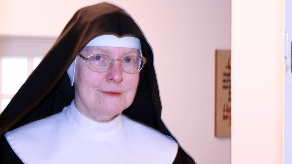 Schwester Ancilla Röttger warnt vor falschen Erwartungen an das Leben im Kloster.