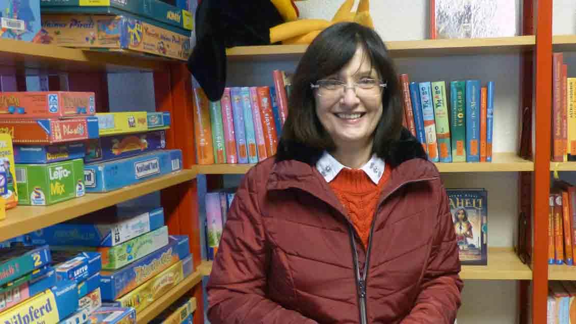 Renate Gellermann hat 27 Jahre die katholische Bücherei St. Marien in Delmenhorst geleitet. Foto: Bernhard Wulftange