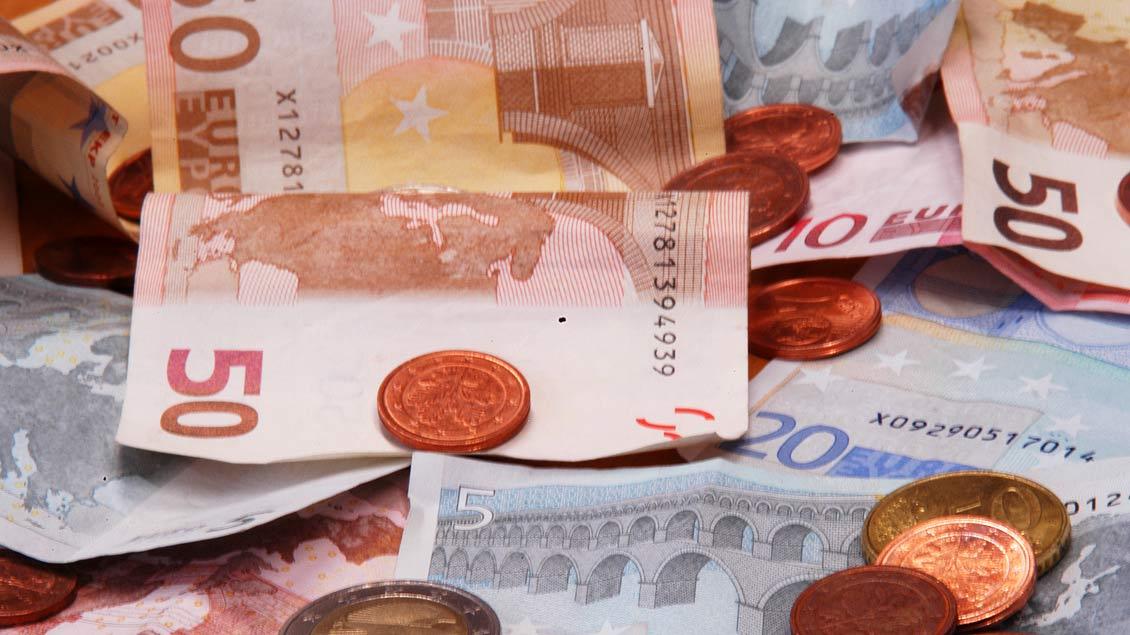 160.000 Euro sind auf unserem Symbolbild zwar zu sehen. In einer niederbayerischen Kirche hat ein unbekannter Spender diese Summe auf dem Altar hinterlassen.