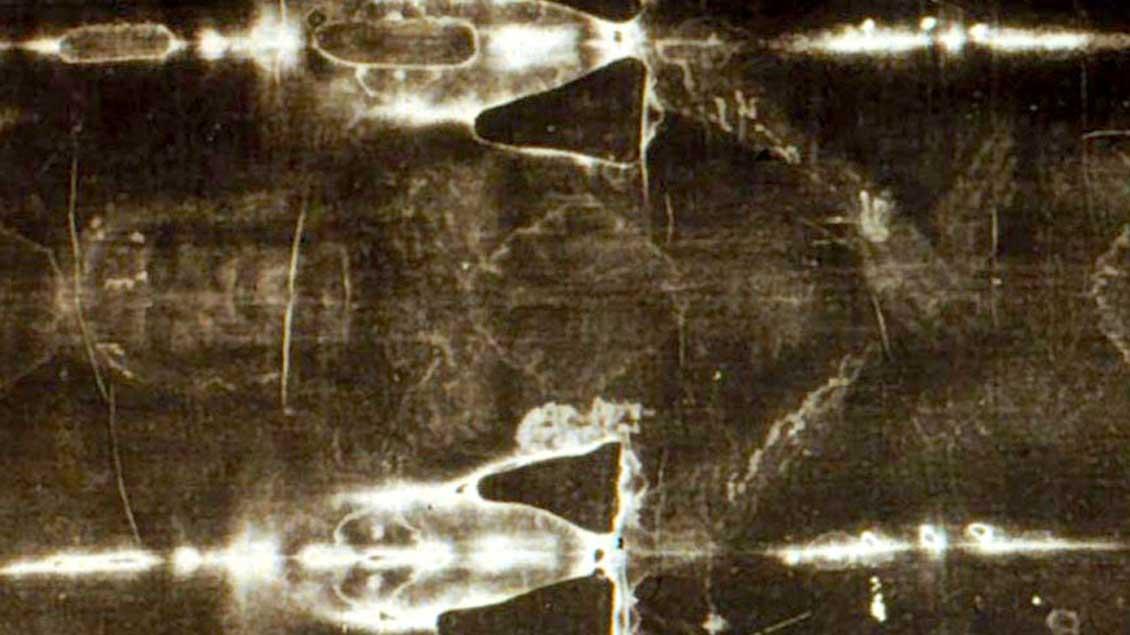 Das Turiner Grabtuch zeigt in einer Negativ-Aufnahme das Gesicht und den Körper eines Mannes. Ist es der gekreuzigte Jesus? Darüber streiten die Wissenschaftler.
