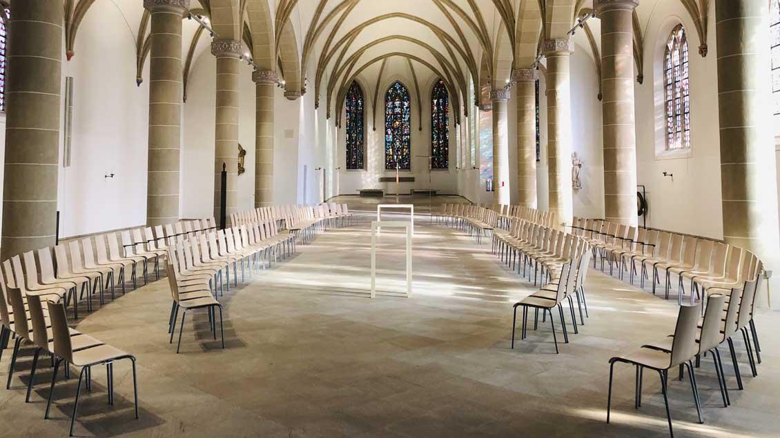 Blick in die modern umgestaltete Kirche St. Agnes, Zentrum des Pastoralverbunds Hamm-Mitte-Osten. Dessen Pfarrgemeinderat hat in einem Brief an Erzbischof Hans-Josef Becker Reformen angemahnt.