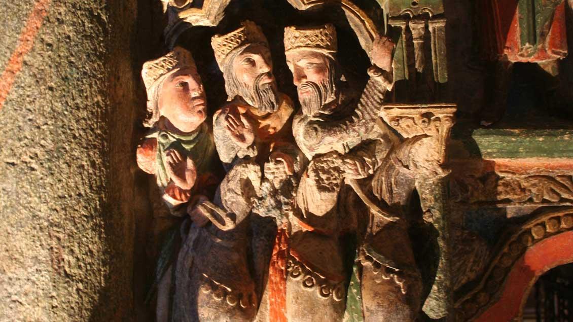 Darstellung der Heiligen Drei Könige in der romanischen Kirche San Vicente in Avila (Spanien).