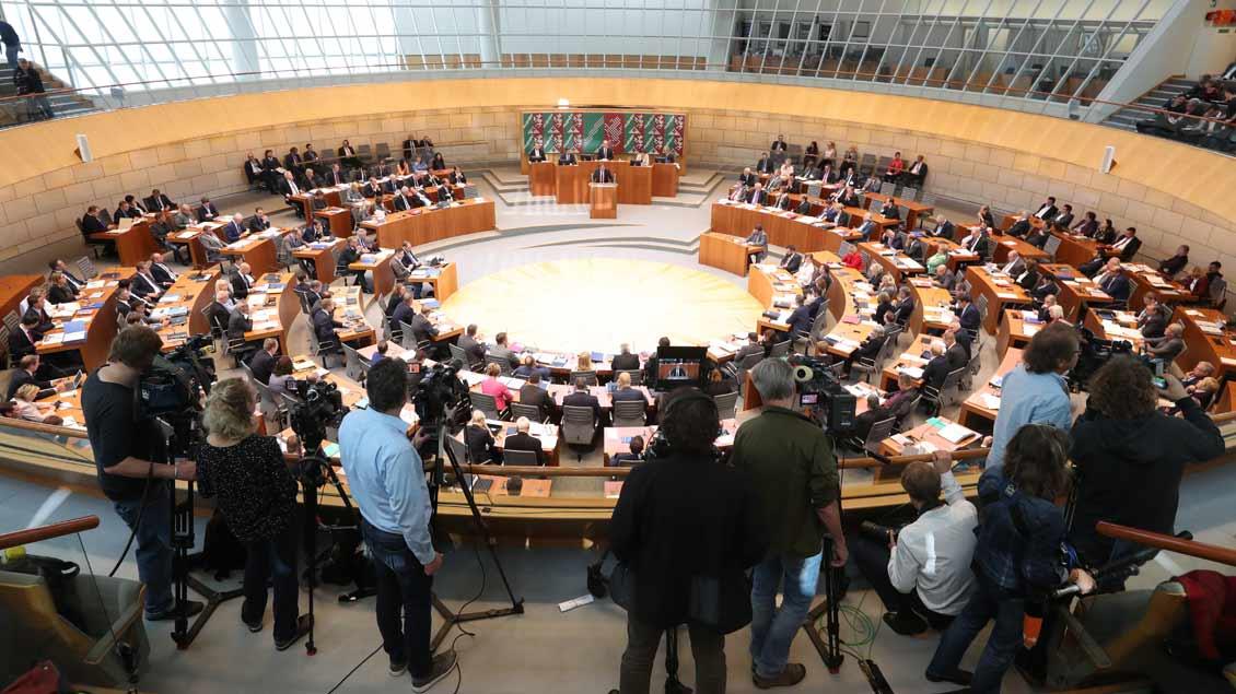 Blick während einer Plenarsitzung in den Landtag von Nordrhein-Westfalen in Düsseldorf.
