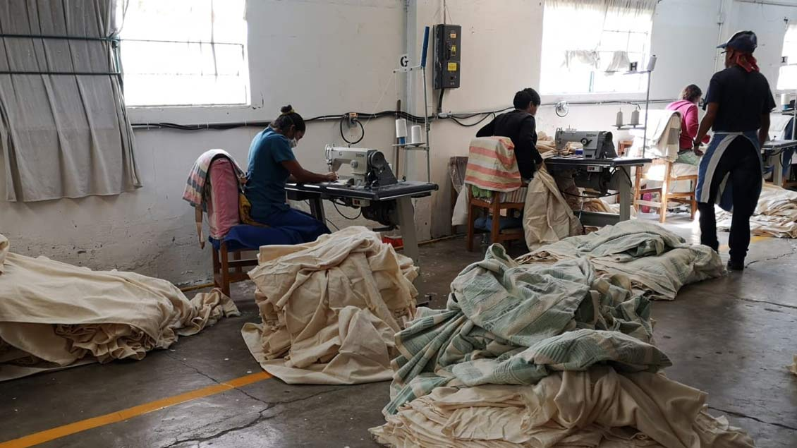 Besichtigung einer großen Nähfabrik. Die Arbeitsbedingungen schildert Stefanie Wieschnewski als sehr hart.