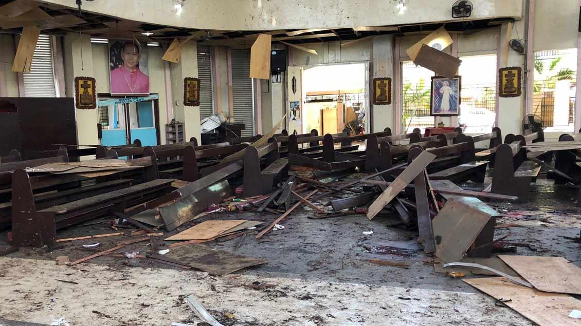 Die zerstörte Kirche in der philippinischen Provinz Sulu nach dem Attentag am Sonntag.