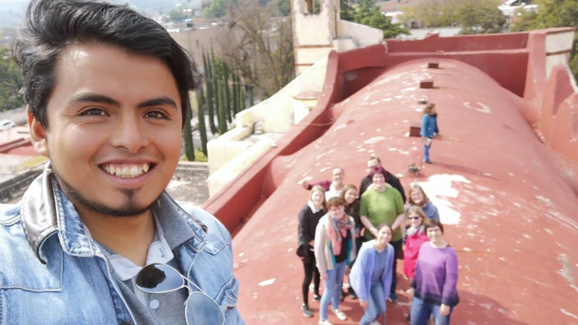 Selfie mit den deutschen Gästen auf dem Dach der Kirche von Tepijo del Rio.