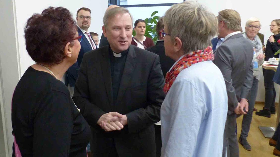Beim Neujahrsempfang hat Weihbischof Wilfried Theising seinen Einsatz für die katholischen Grundschulen verteidigt.