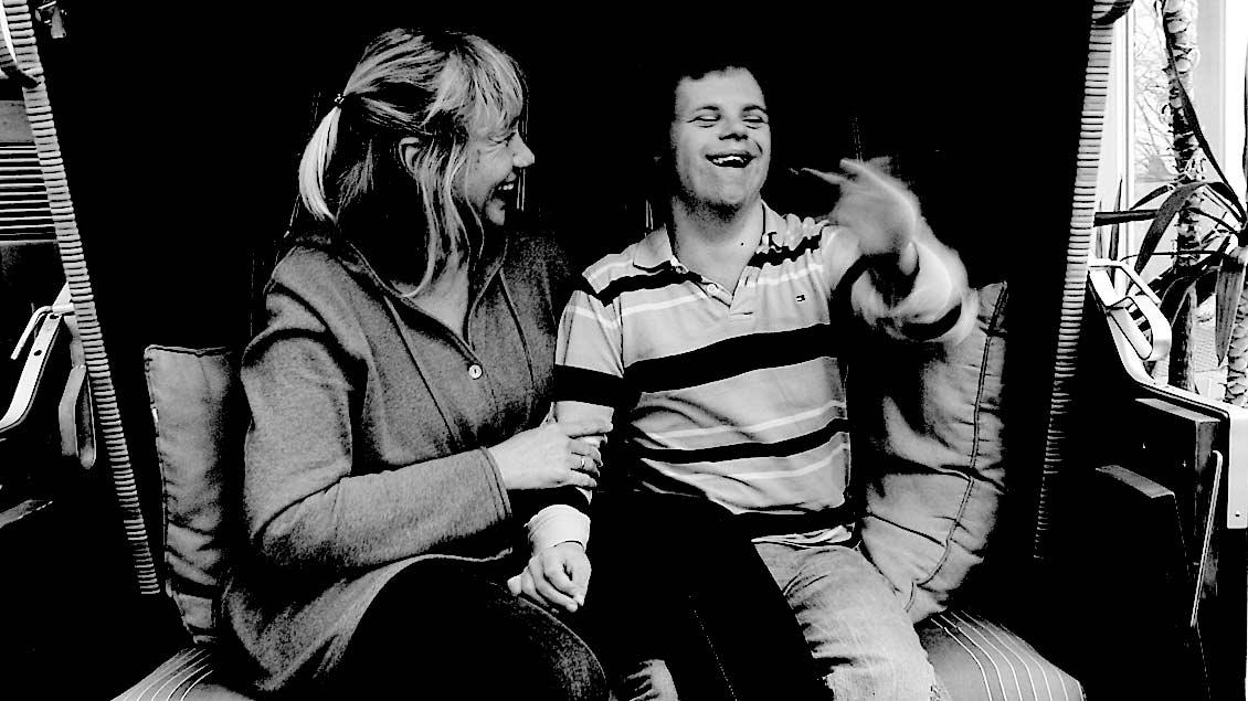 Am 4. Januar verstarb Tim infolge langanhaltender gesundheitlicher Probleme. Das Bild zeigt ihn mit seiner Pflegemutter Simone Guido.