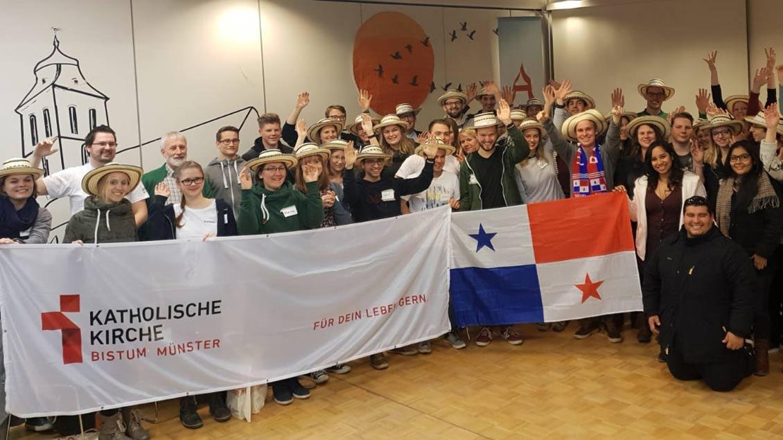 Endlich geht es los zum Weltjugendtag! Bei einem Vorbereitungstreffen der Pilger im Bistum Münster entstand dieses Foto.