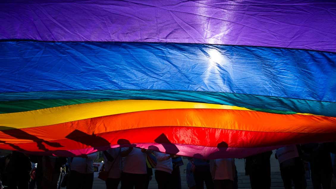 Die Regenbogenfahne ist Symbol der Homosexuellen-Bewegung.