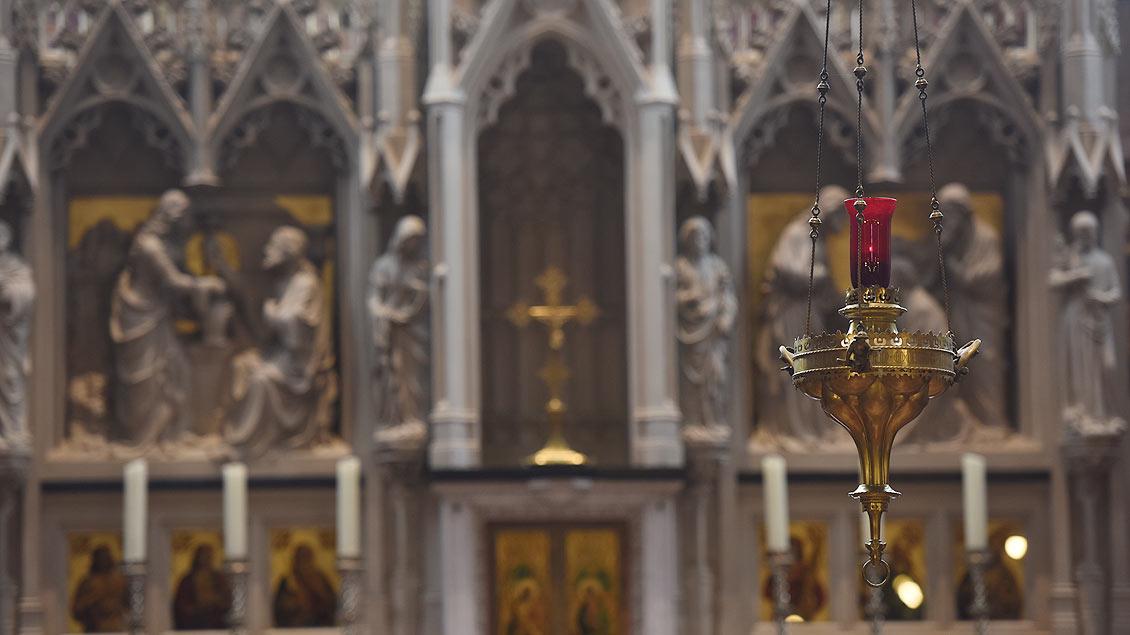 Das ewige Licht brennt immer noch – weil eine Stiftung die Kirche rettete. | Foto: Michael Bönte