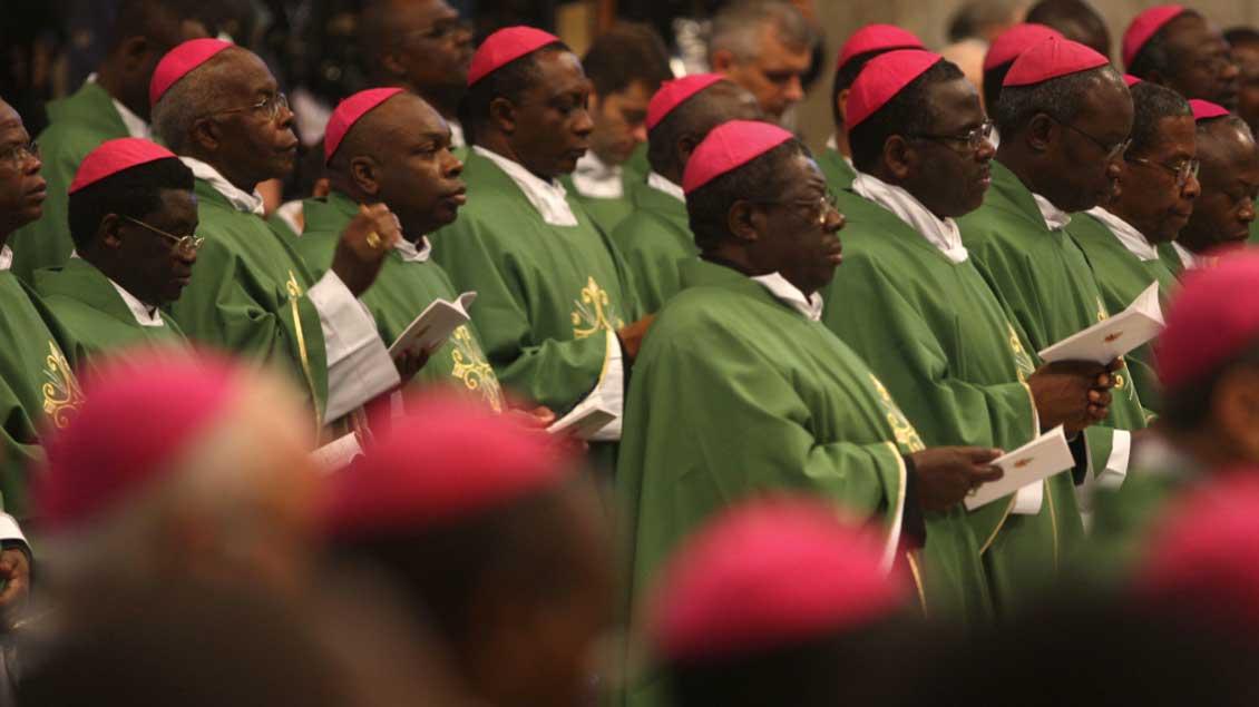 """Bischöfe bei der """"Afrika-Synode"""" 2009 im Vatikan."""
