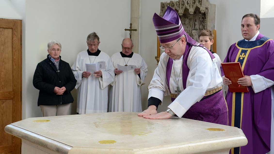 Altarweihe der Autobahnkapelle in Gescher