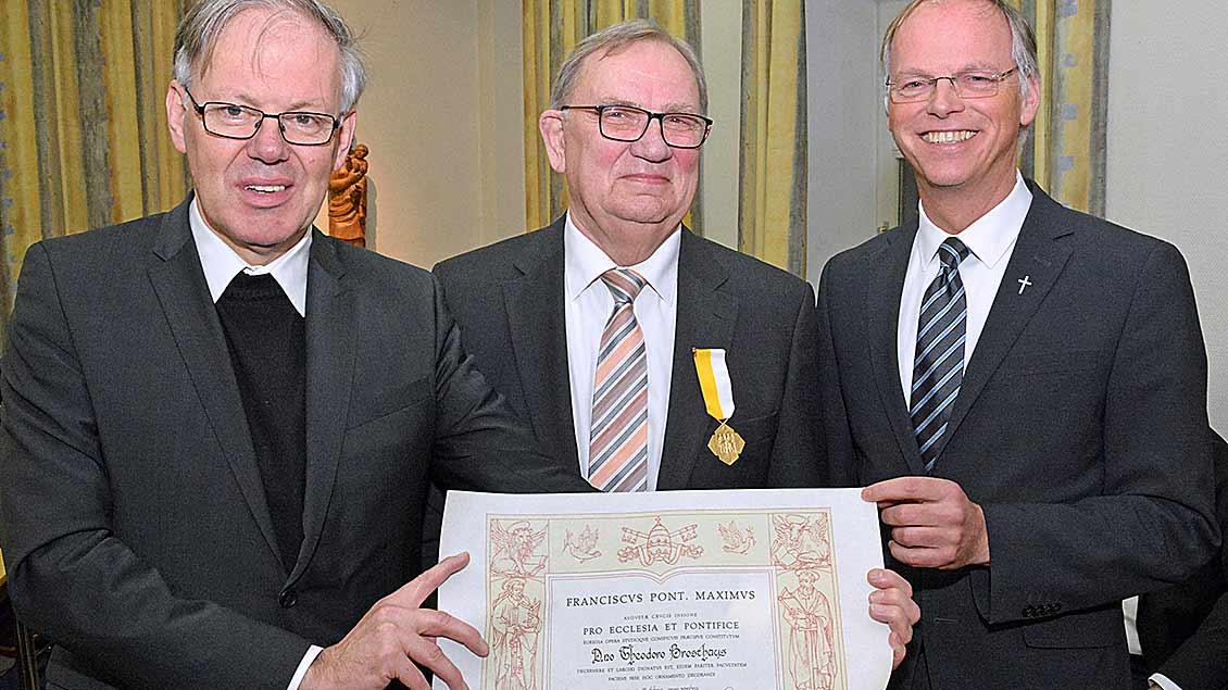 Päpstlicher Orden für Theo Brosthaus Foto: Christian Breuer (pbm)
