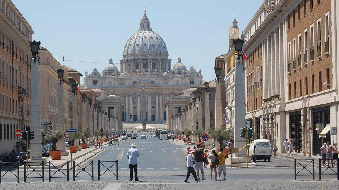 Blick auf den Petersdom im Vatikan.