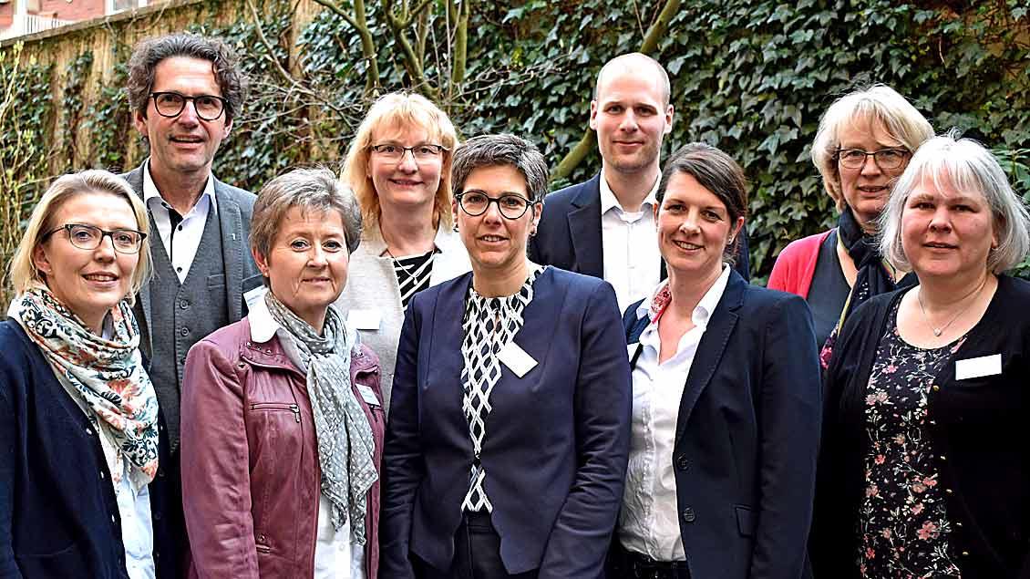 Der neue Vorstand (v. l. oben): Bernd Hante, Brunhilde Weninger, Thomas Ruhe, Dörthe Wagner, Sylvia van Schelve, Sigrid Hochstrat, Anja Ruffer, Britta Röhrs und Christa Schütz-Roters freuen sich auf die anstehende Vorstandsarbeit.