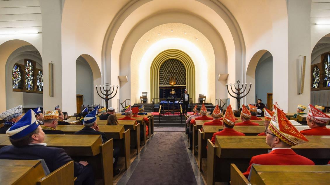 """Karneval in der Synagoge: Der neue jüdische Karnevalsverein """"Kölsche Kippa Köpp""""."""