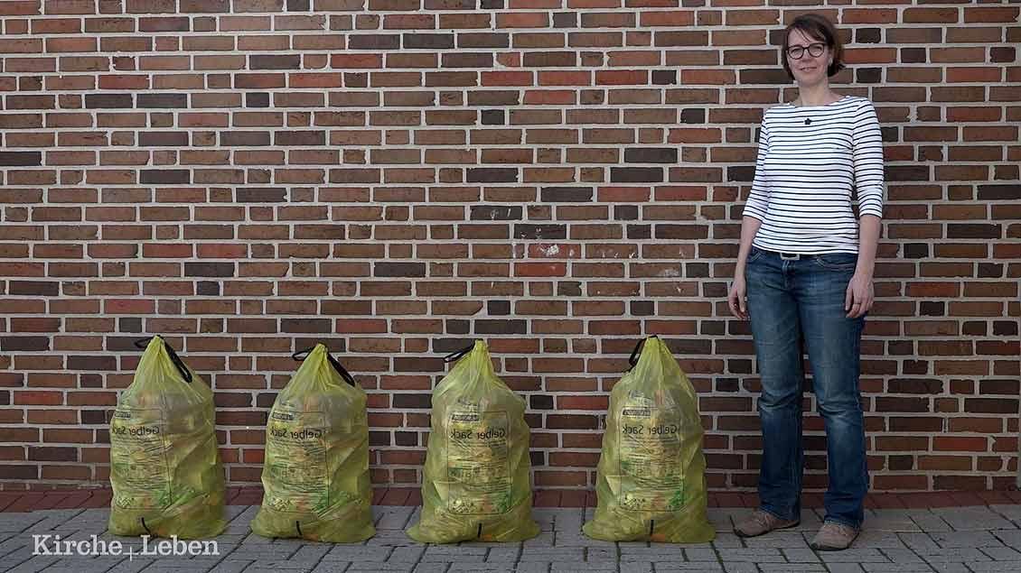 Mit vier gelben Säcken im Jahr kommt die Familie von Birgitta Bolte aus Rheine aus.