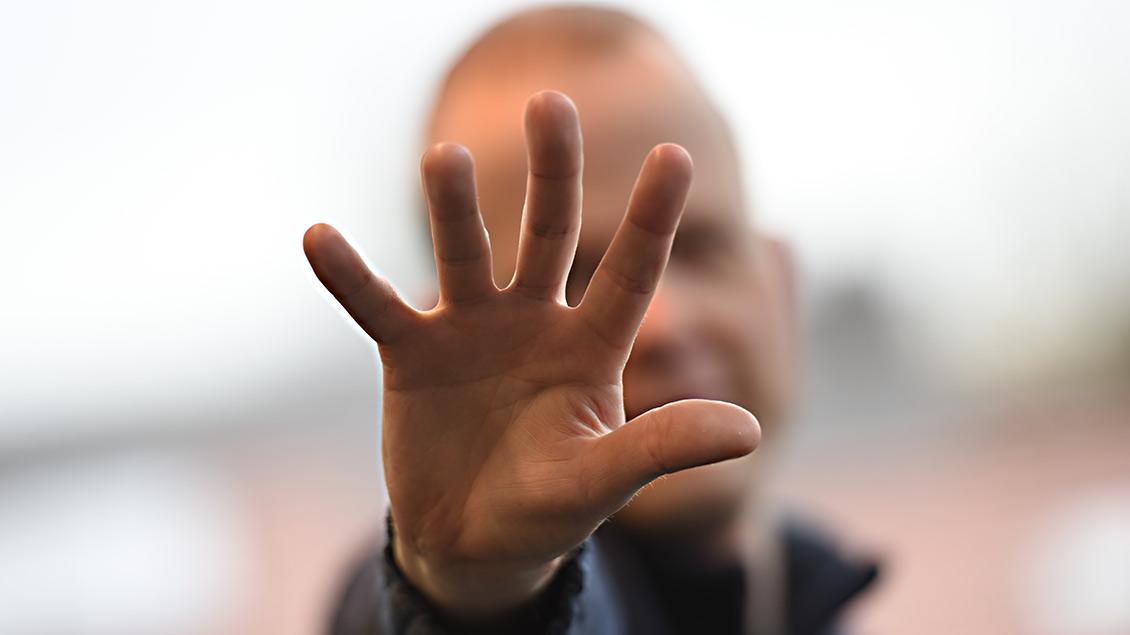 Abwehrende Hand