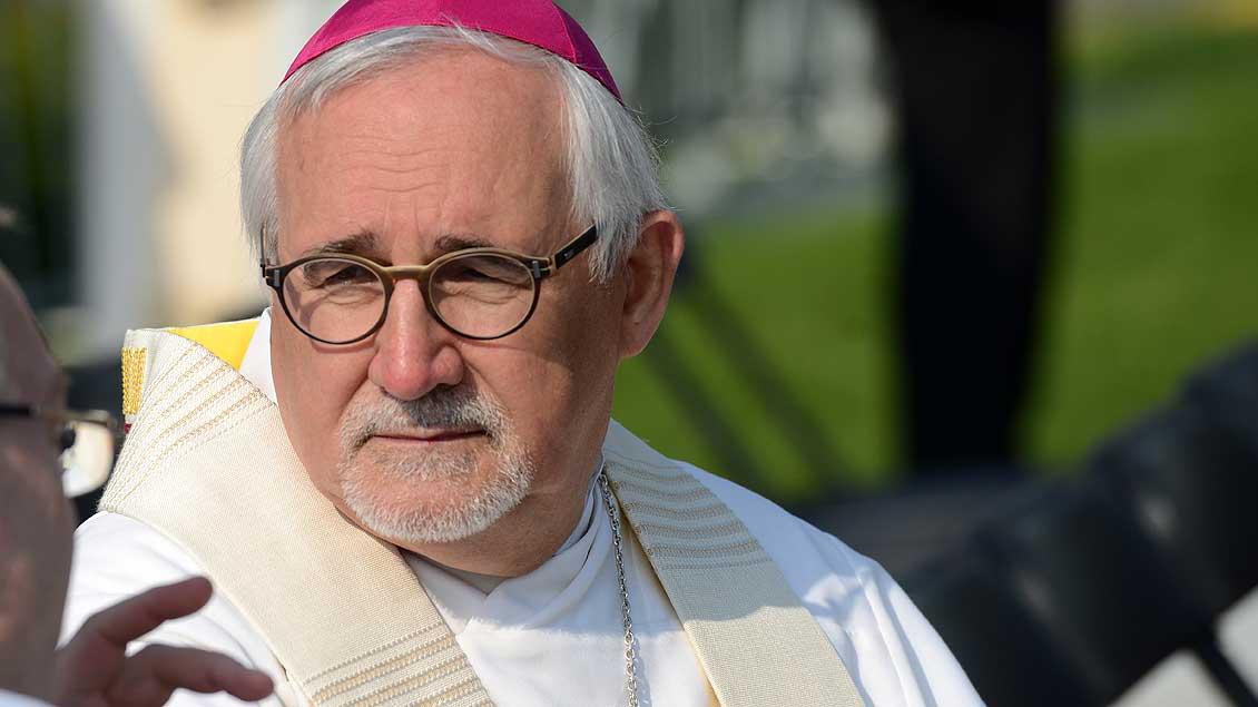Bischof Gebhard Fürst im Gespräch