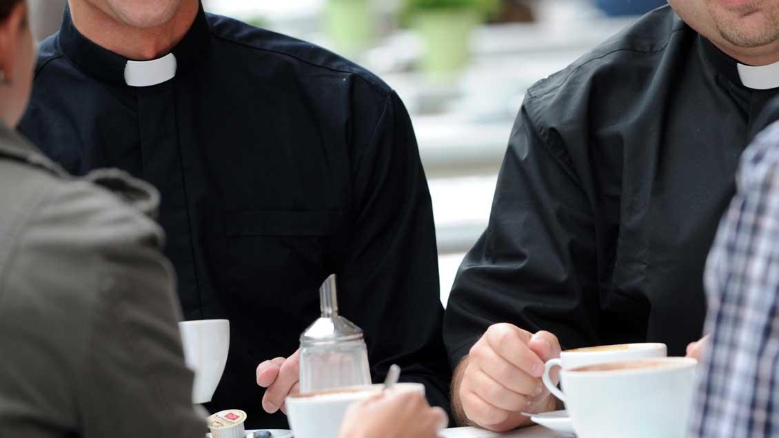 Priester und Laien im Gespräch