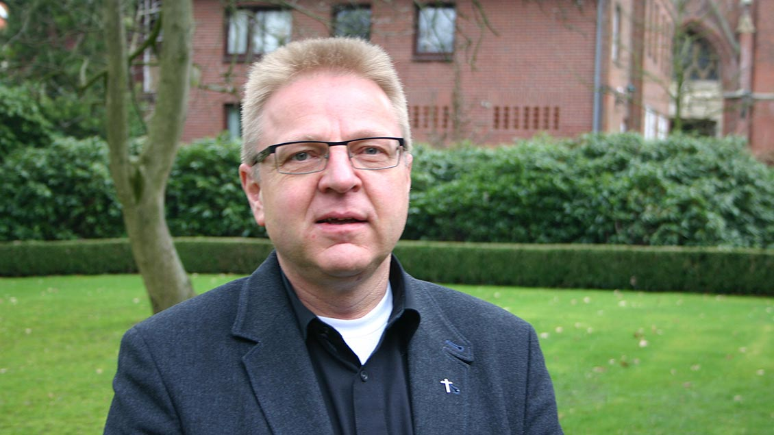 Pfarrer Hermann-Josef Lücker aus Visbek kritisiert das Verhalten der Kirche scharf. Seine Predigt erhält bei der Online-Übertragung großen Zuspruc