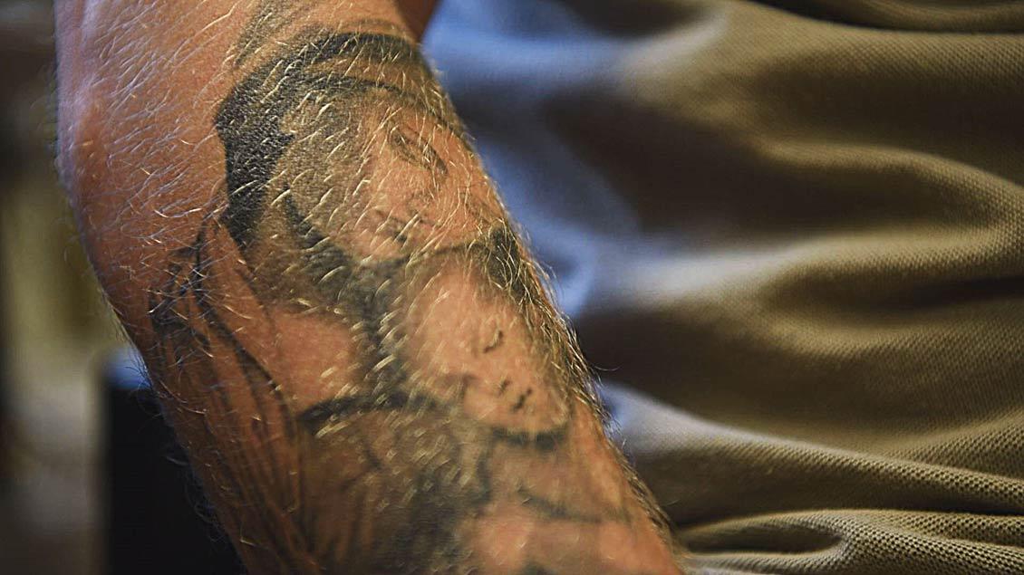 Tattoo eines Häftlings in der JVA Geldern-Pont