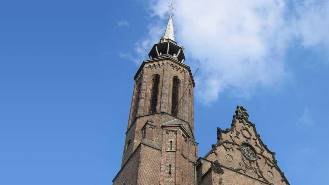 Blick auf den Turm der Katharinen-Kathedrale in Utrecht.