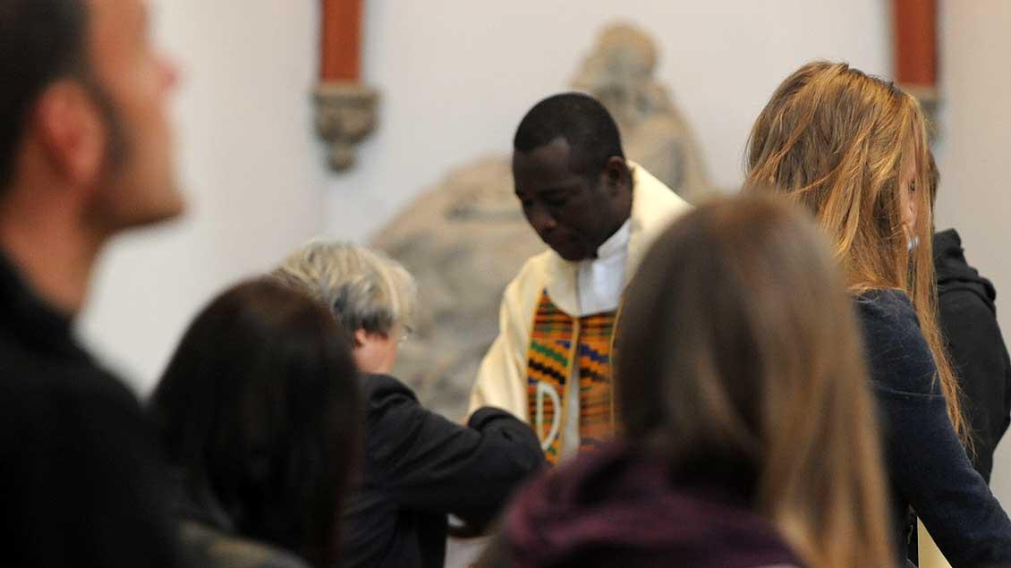 Priester aus Afrika