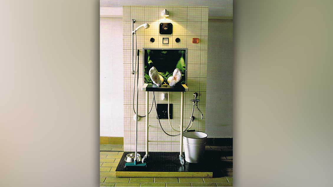 Christi Grablegung, 1997, 186 x 100 x 76 cm, beleuchtet.