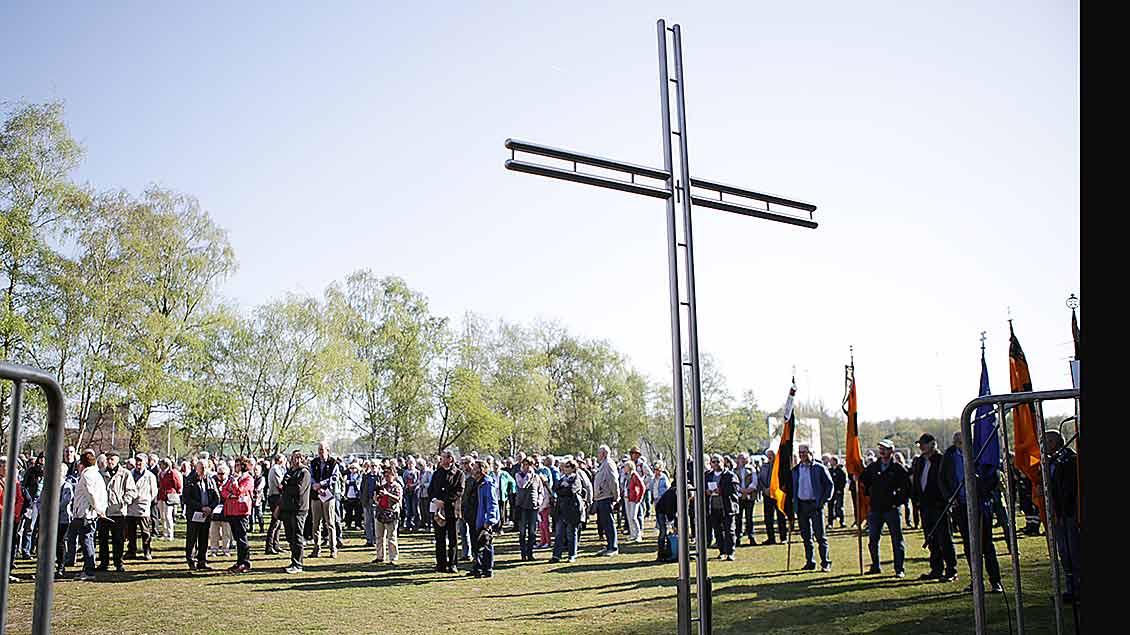 2500 Gläubige beim Kreuz auf der Halde