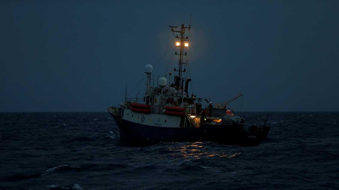 Das Rettungsschiff Lifeline im September 2017 vor der Küste Libyens.