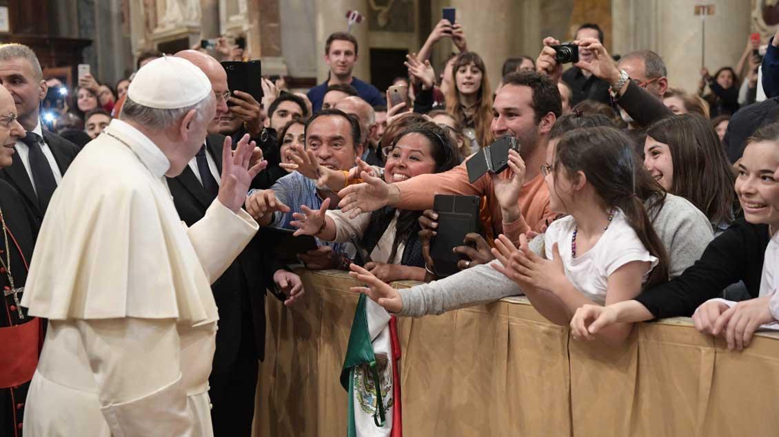 Papst Franziskus bei einer Begegnung mit Jugendlichen