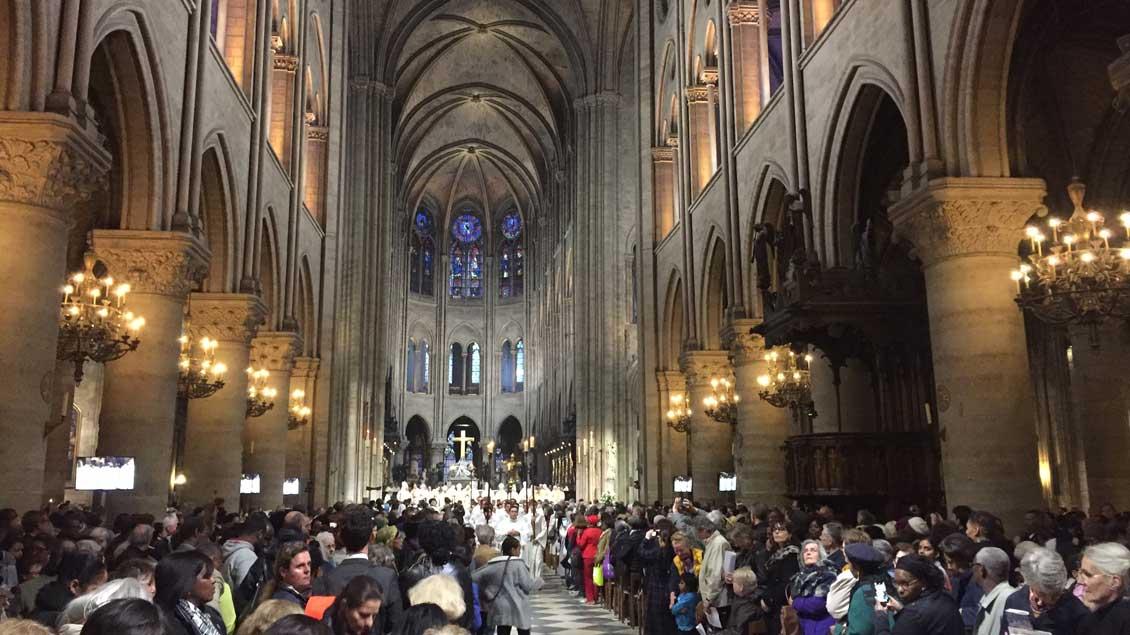 Gottesdienst in der Kathedrale Notre Dame in Paris