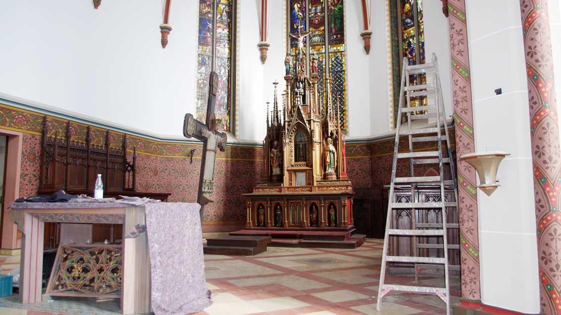 Blick in den Altarraum der restaurierten St.-Mauritius-Kirche Enniger.