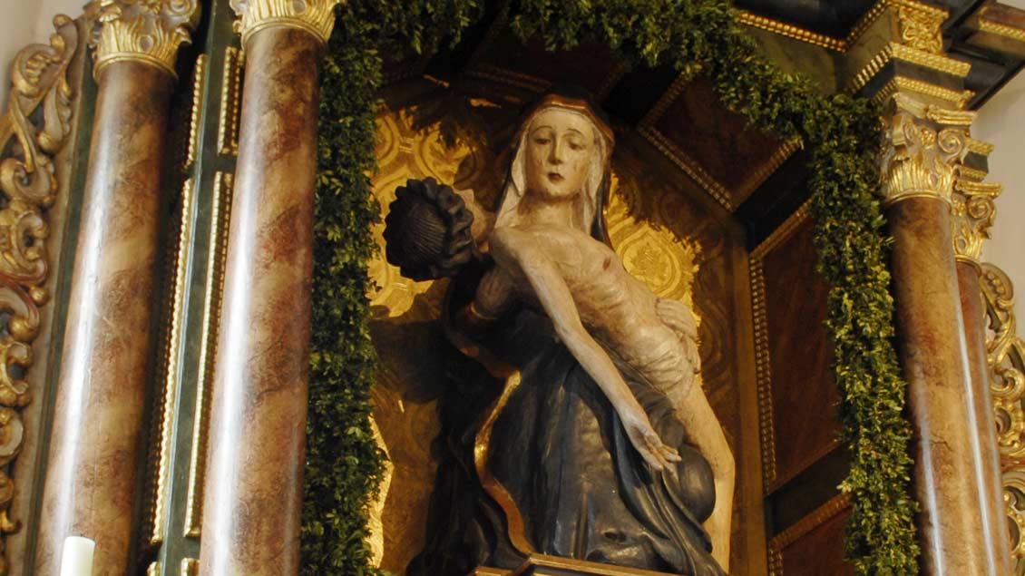 """Gnadenbild der """"Schmerzhaften Gottesmutter"""". Das Vesperbild stammt aus dem 15. Jahrhundert."""