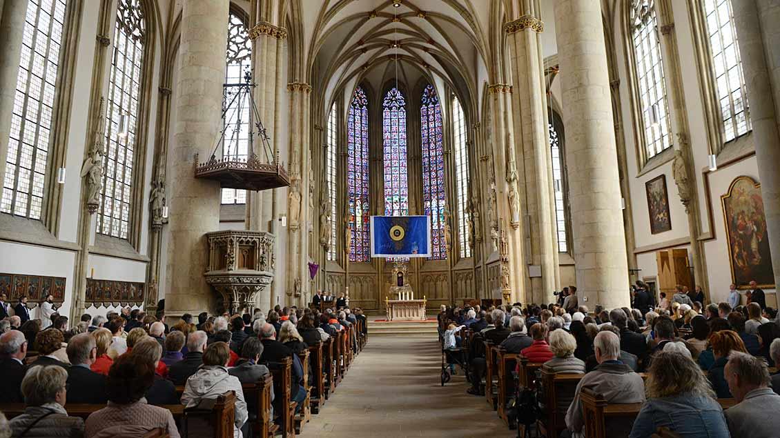 Viele hunderte Besucher kamen zum Gedenkgottesdienst in die St.-Lamberti-Kriche.   Foto: Michael Bönte